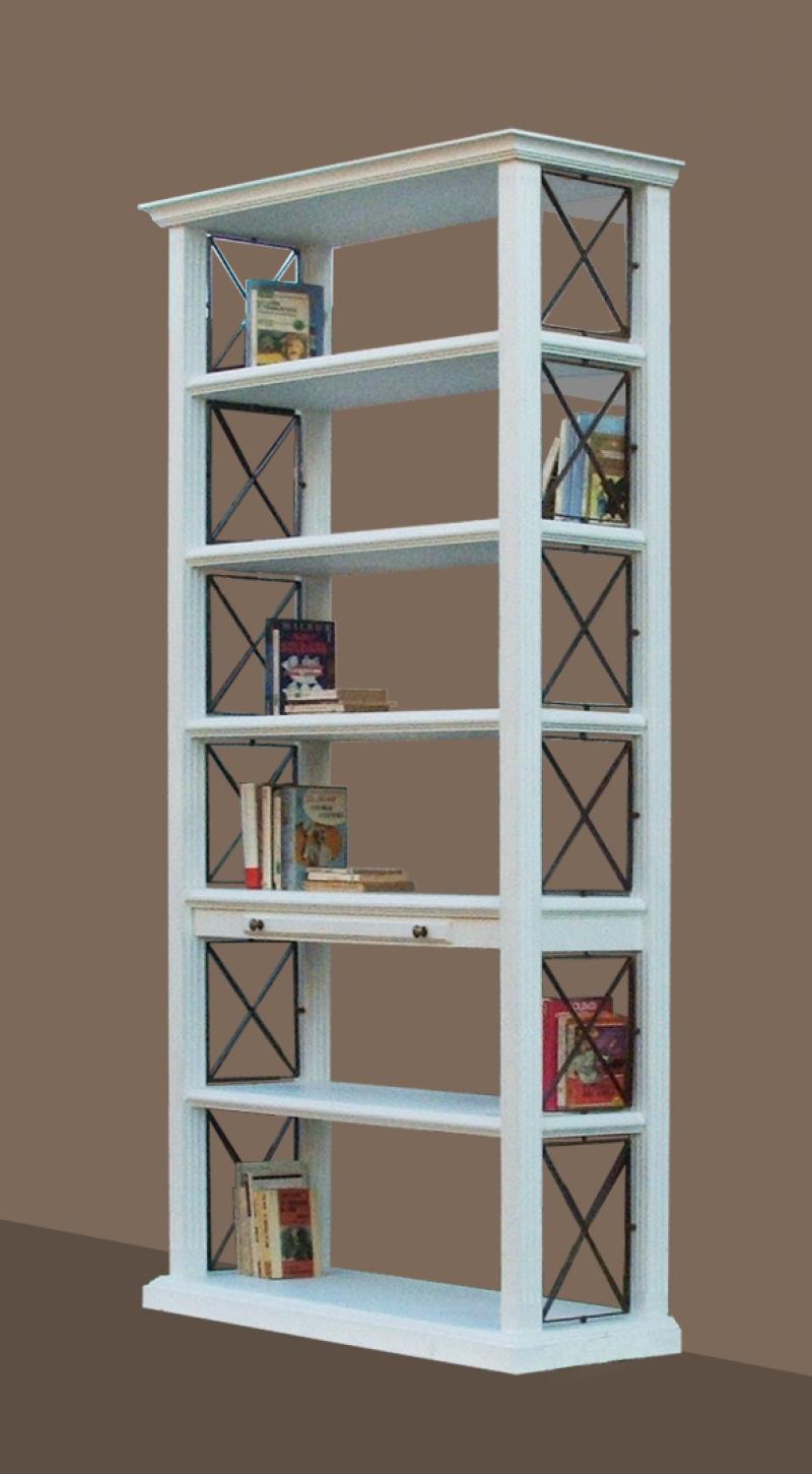 Libreria Bianca: La libreria Bianca ha una forma classica, chiusa ai lati da griglie  in ferro