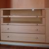 Armadio Erica: Cassettieraall'interno dell'armadio. Alcuni cassetti hanno il frontale in vetro per facilitarne l'utilizzo.