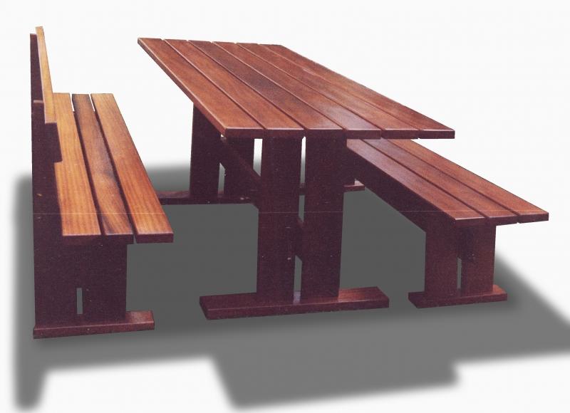 Tavolo Isoke: Tavolo con 2 panche tutte in iroko