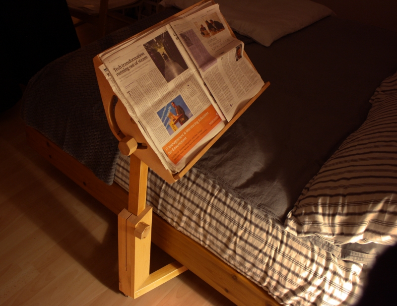 Letto Leda: Il leggio Leda vicino al letto, per poter leggere facilmente il tuo giornale
