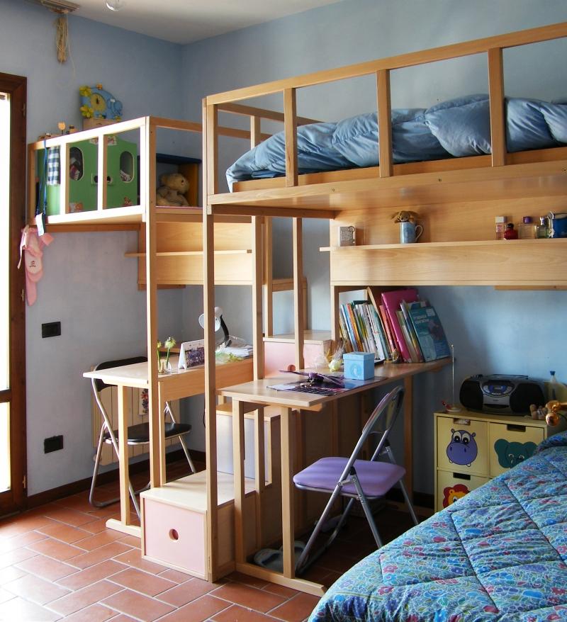 Soppalco Michela: In una stanza alta 270 cm è³tato ricavato un letto e un piccolo piano gioco.
