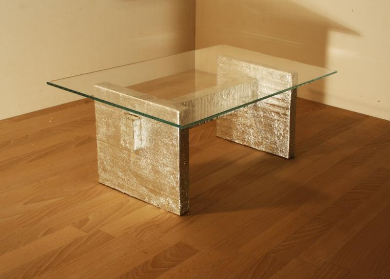Tavolo Silber: Tavolo con il piano in vetro e sostegni in legno argentato