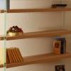 Libreria Tessa: Foto di un particolare dove si vede bene l'originale sistema di fissaggio.